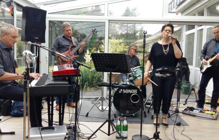 """""""Musik fürs Leben"""" mit Who´s Claude im Hospiz des Vinzenz Pallotti Hospital"""