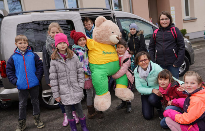 1000 EURO Spende der Grundschule Am Haiderbach in Tente